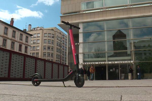 Lyon : les trottinettes électriques s'invitent en justice