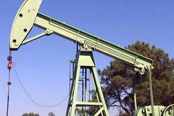Puit de pétrole en cours d'exploitation