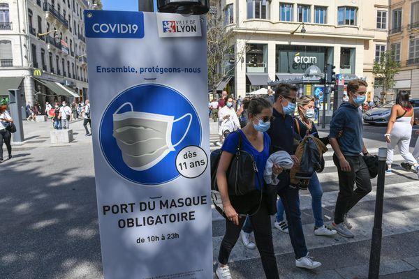 Le 22 août dernier, la mesure d'obligation de port du masque avait été limitée à certains secteurs et rues très fréquentés à Lyon. Elle a ensuite été étendue à toute la ville à partir du 1er septembre.