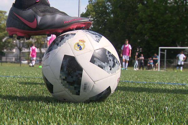 Avec des ballons et des bracelets connectés, les éducateurs de la Fondation Real Madrid n'étaient pas venus les mains vides.