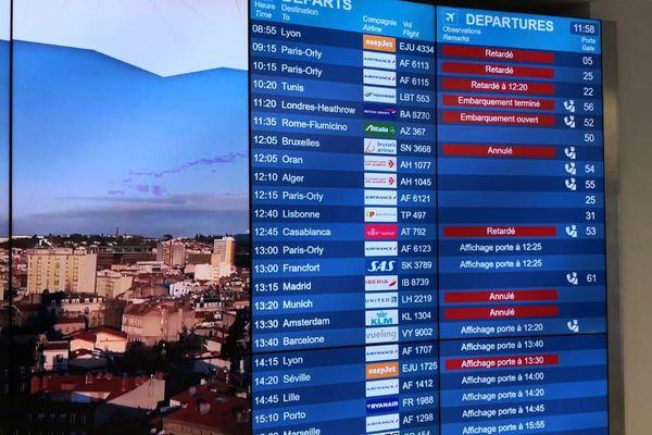 A l'aéroport de Toulouse-Blagnac de nombreux vols sont annulés ou retardés.