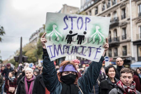 Un an après le mouvement #MeToo, une manifestation avait eu lieu à Paris (Île-de-France) pour dénoncer les violences sexistes. C'était le 24 novembre 2018.