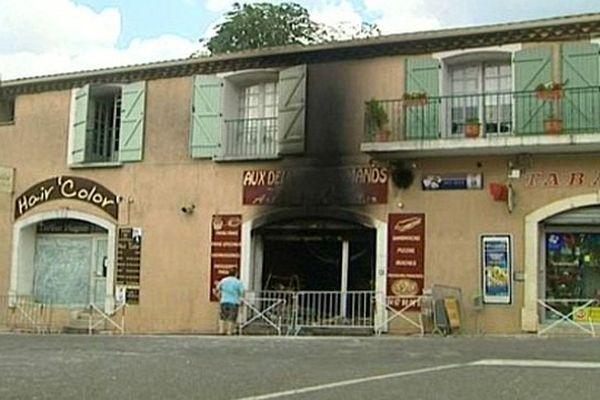 Montady (Hérault) - un incendie probablement d'origine criminelle a détruit la boulangerie - 8 juin 2015.