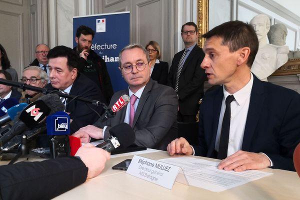 Recteur, préfet du Morbihan et directeur de l'Agence régionale de Santé lors de la conférence de presse sur les cas de coronavirus en Bretagne