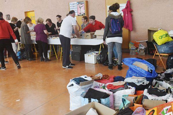 Parents, amis, voisins ou bénévoles anonymes équipés de pelles ou de jets d'eau, dons de vêtements, de couvertures ou de jouets: la mobilisation est exemplaire après les inondations dans l'Aude. Et elle va bien au delà du département sinistré.