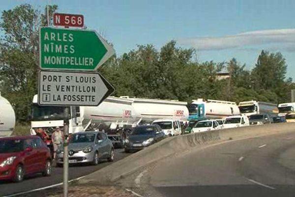 Blocages des routiers autour de Fos-sur-Mer.