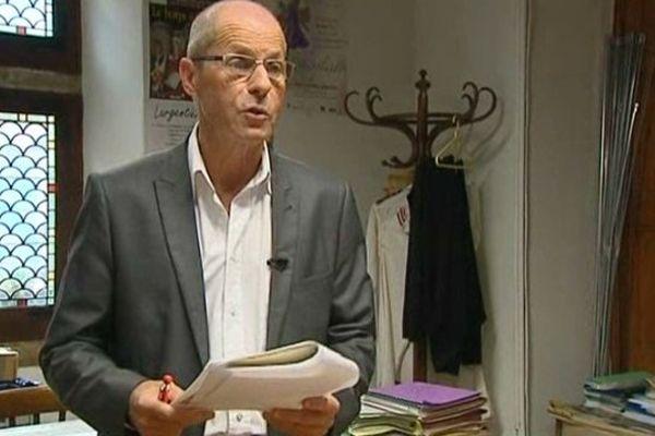 Jean-Roger Durand, maire de Largentière (07) hésite à se représenter en 2014. Dans l'exercice de son mandat, Il a été condamné à de la prison avec sursis pour blessures involontaires lors d'un feu d'artifice tiré en 2004.