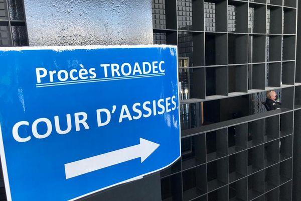 La cour d'assises de Nantes juge Hubert Caouissin et Lydie Troadec pour un quadruple meurtre