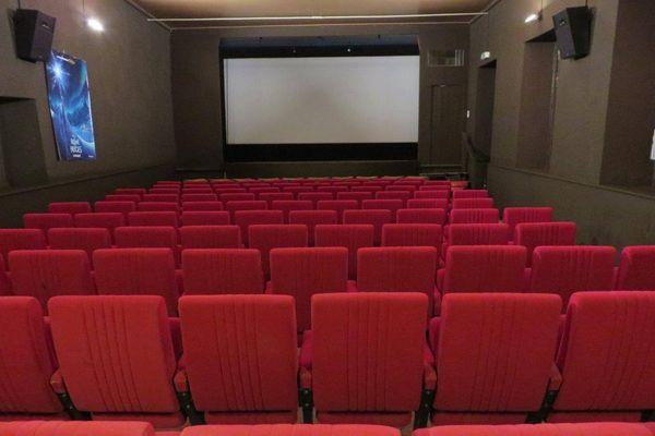 Entraygues-sur-Truyère (Aveyron) - L'association a préféré limiter sa jauge plutôt que d'exiger le pass sanitaire pour accéder au cinéma. Juillet 2021.