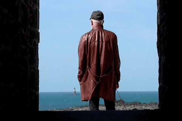 Hugo Buan, le père du commissaire Workan sur les remparts de Saint-Malo