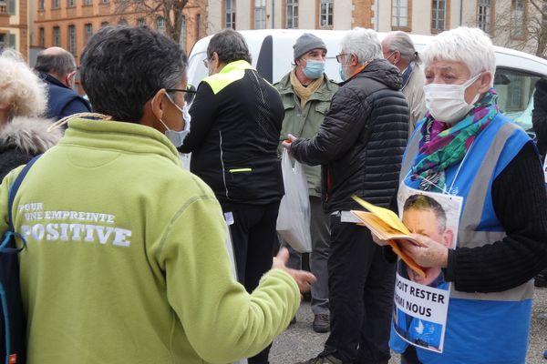 L'équipe du Secours Populaire de Montauban, dans le Tarn-et-Garonne, a récolté 1156 signatures pour demander l'arrêt de la procédure d'expulsion de Arben Collaku, prévue ce samedi 13 février.