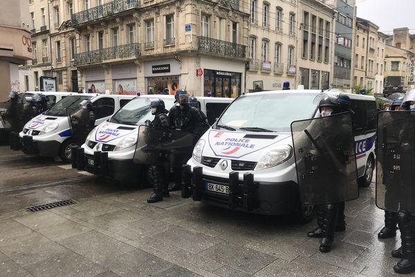 Forces de l'ordre dans le centre-ville de Nancy, lors de la manifestation anti-pass sanitaire du samedi 7 août 2021.