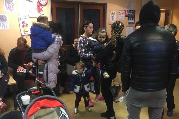 Avec la fin de la trêve hivernal, le centre d'hébergement d'urgence Vanier à Caen a dû fermer ses portes. Une vingtaines de familles, dont plusieurs avec enfants, devraient dormir ce mercredi soir.