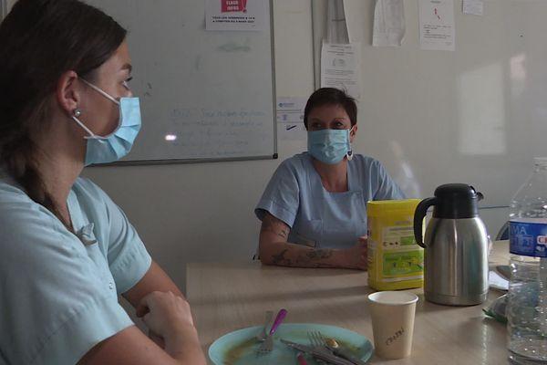 Parmi les personnels de l' hôpital, plus de 140 agents ont été absents pendant cette période pour cause de covid, il a fallu faire appel à la réserve sanitaire.