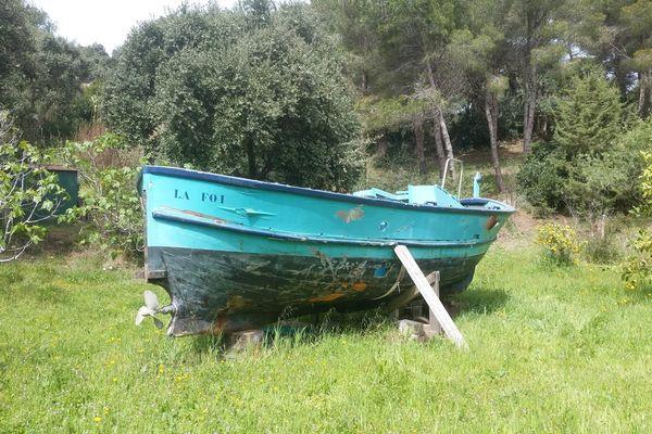 """""""La Foi"""", un bateau de pêcheur rebaptisé """"Pépito"""", en cours de restauration au CFA d'Arches dans les Vosges"""