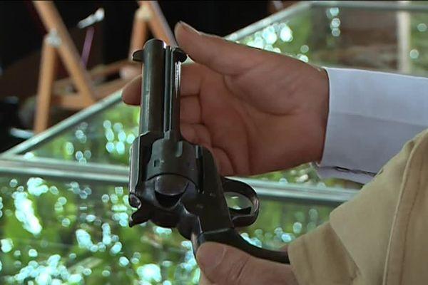 Jean-Pierre Maricourt, alias Full Gun, ne se laissera pas tenter par ce revolver à 5000 euros.