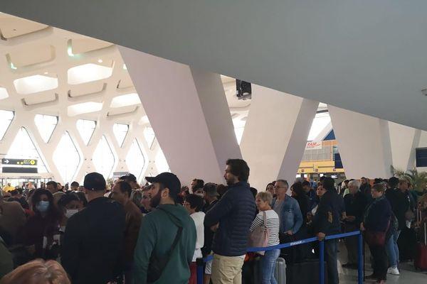 À l'aéroport de Marrakech-Mennara, des centaines de Français sont bloqués depuis l'annulation des vols.