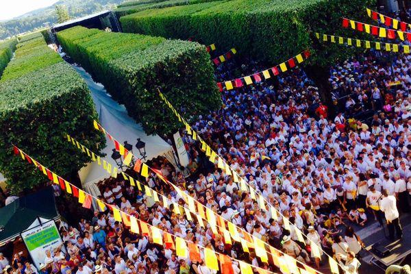 La grande cantèra d'ouverture place royale à Pau