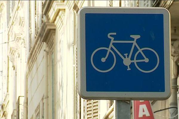 Difficile de rouler à vélo dans Marseille