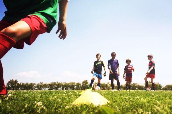 Les enfants de l'école de football de La Couarde sur l'île de Ré.