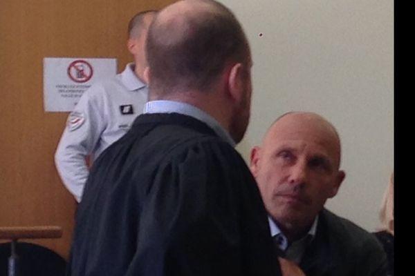 Jean-François Servetto et son avocat, Me François Fabiani, au tribunal correctionnel de Bastia, le 19 avril 2016.