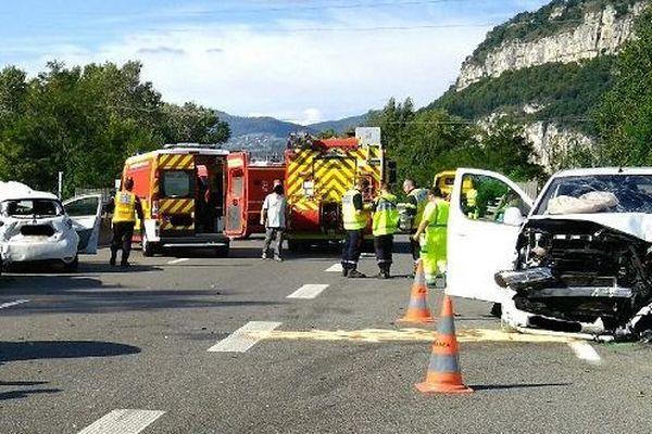 Les lieux de l'accident qui a fait 1 mort et plusieurs blessés.