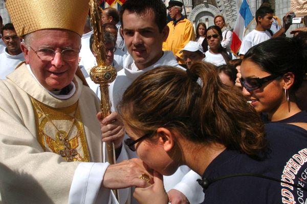 Le cardinal Bernard Panafieu présidait la messe internationale de l'assomption le 15/08/2005 à Lourdes