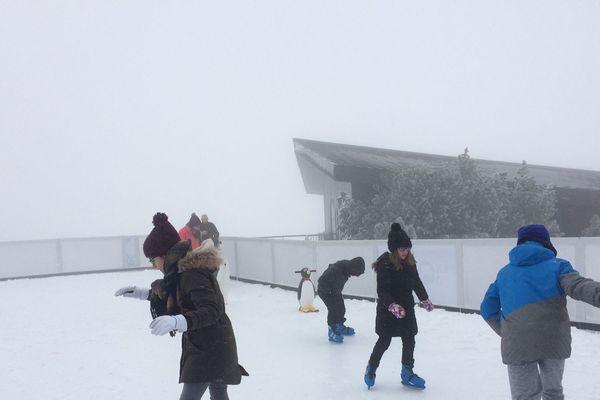 Les Hivernales sont organisées jusqu'au 7 janvier au Sommet du Puy-de-Dome avec notamment une patinoire de 200m2.