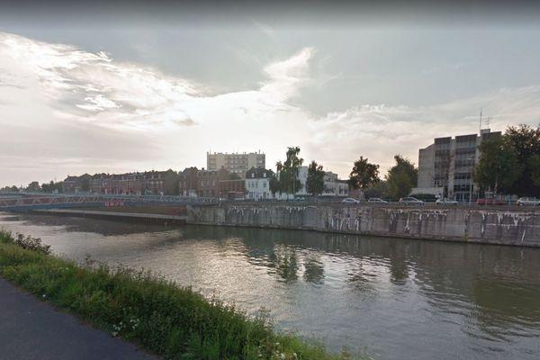 Le jeune s'est noyé dans le canal de dérivation de la Scarpe, le long du boulevard Albert Ier, en face de la sous-préfecture.