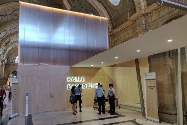 """La salle """"grand procès"""", construite spécialement pour l'événement."""