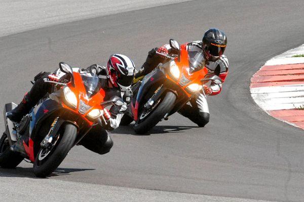 Alès (Gard) - des motos sur le circuit - archives