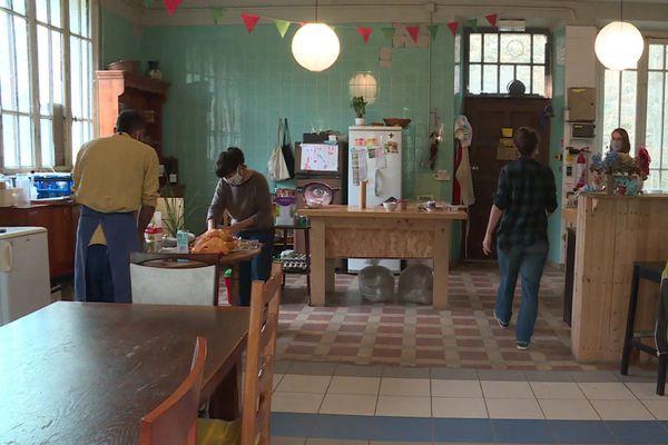 Le réfectoire, une des parties communes du Vesseaux-Mère