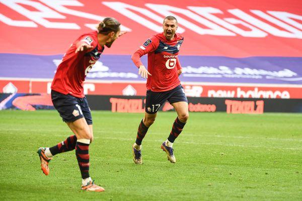 Burak Yilmaz et Yusuf Yazici célèbrent le deuxième but du Losc face à l'AS Monaco.