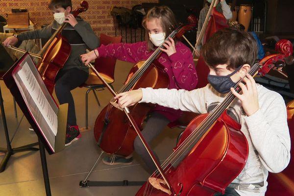 Les musiciens en herbe du conservatoire de Narbonne retrouvent le plaisir de jouer ensemble.