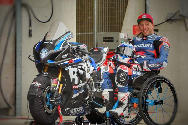 Stéphane Paulus est avant tout un passionné de moto qu'il pratique depuis trois ans pour Suzuki en compétition.