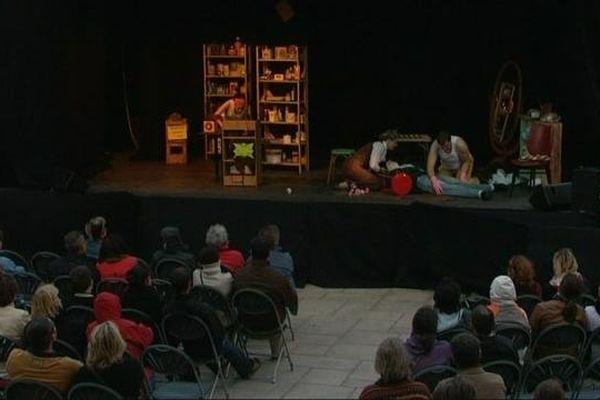 Des pièces de théâtre hors les murs sont organisées dans différents lieux de Mâcon, en Saône-et-Loire