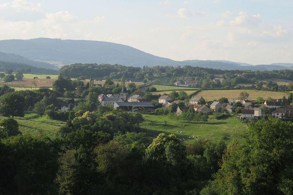 Vue générale de Poil (Nièvre)