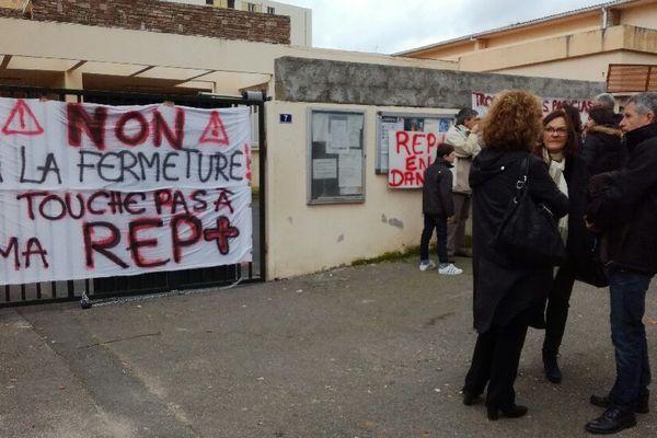 Les parents d'élèves dénoncent la suppression d'un poste