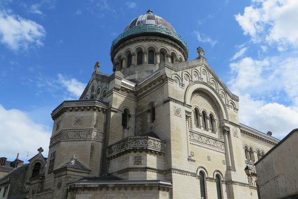 La basilique Saint-Martin, à Tours.