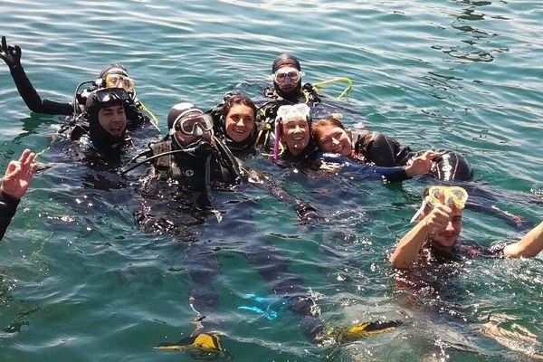 Le groupe de plongeurs à Saint-Malo, sourire aux lèvres