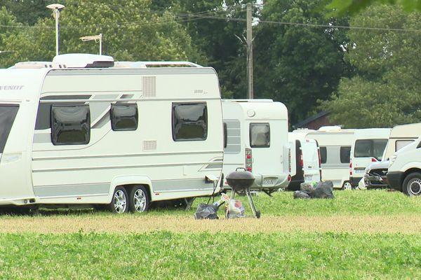 250 caravanes sont installées depuis dimanche 28 juillet 2019 sur un terrain privé, sans autorisation.