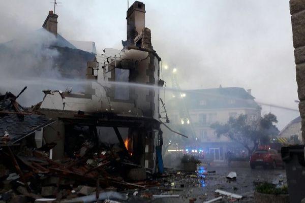L'explosion a complètement ravagé le bâtiment rue de Verdun à Quiberon, en plein centre-ville