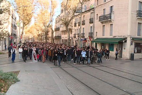 Un millier de personnes se sont rassemblées pour rendre un dernier hommage à Joaquim, l'étudiant tué de deux coups de couteau en centre-ville de Montpellier - 12 novembre 2017