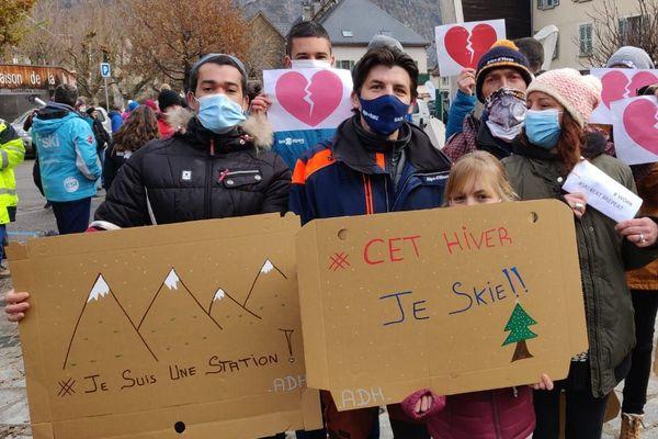 Manifestation à Bourg d'Oisans pour l'ouverture des stations de ski à Noël ce mercredi.