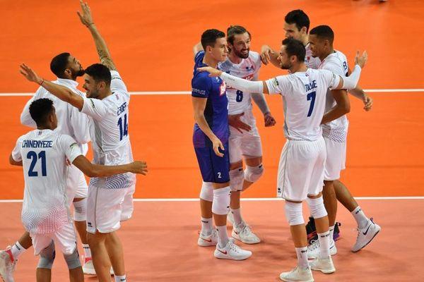 La joie des volleyeurs français après leur victoire en 3 sets face à la Bulgarie pour le championnat d'Europe à Montpellier le 16/09/2019