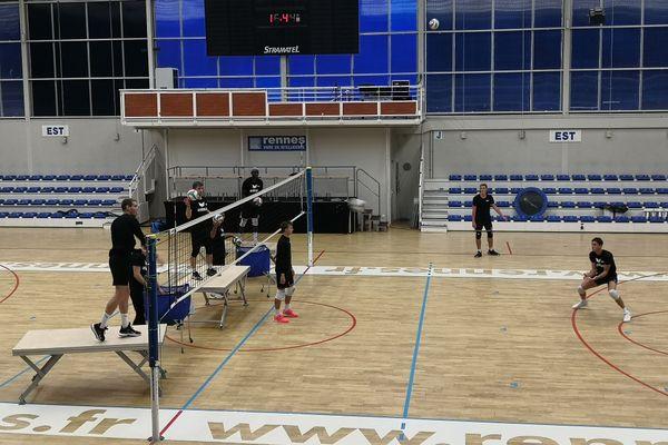 Le REC volley à l'entraînement, avec travail sur la défense