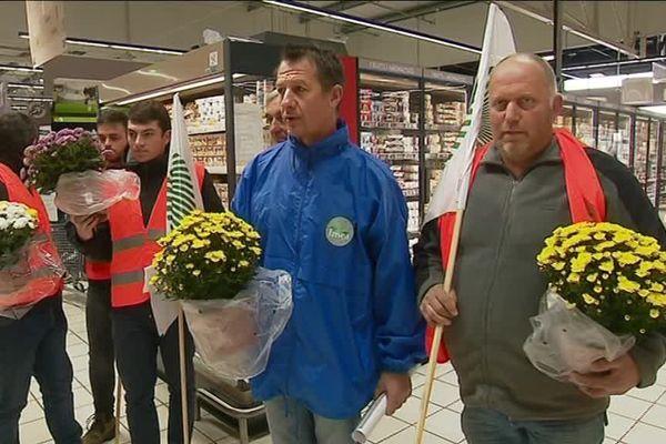 Ce mercredi matin, les producteurs de lait étaient dans un supermarché à proximité d'Yvetot à Sainte-Marie-des-Champs.