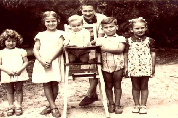 Des enfants au château de Montintin pendant la Seconde Guerre mondiale
