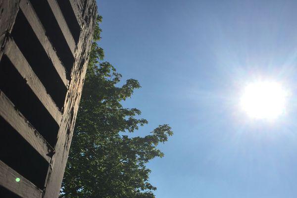 Les températures en Auvergne s'approchent dangereusement des seuils de canicule, pensez à prendre vos précautions si vous sorte en après-midi : eau, chapeau, crème solaire, etc
