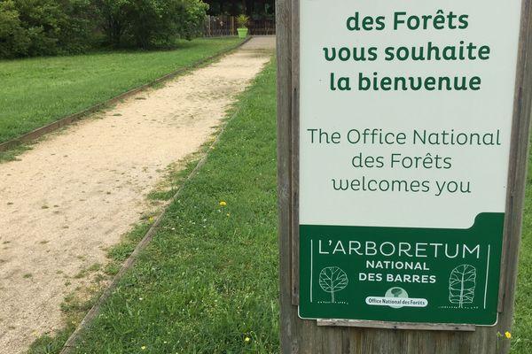 Entrée de l'Arboretum des Barres.